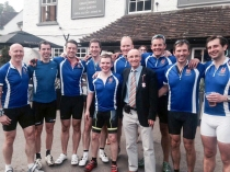 Brendan DUFFIN, Darren COMER, Mark McGIMPSEY, Allan LEONARD, Jonny MALLOY, Stephen MEENAN, Paddy DOHERTY, Keith WILSON, Paul MURPHY, and Gareth INGRAM. Little Angel pub, Henley Regatta, England.