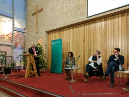 Panel discussion: Paul CLARK (MC), Lisa ANDERSON, Colin DAVIDSON, and Niall KERR.